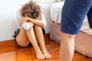 איך להתגרש מבעל אלים