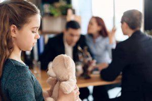 חינוך הילדים לאחר הגירושין - בסמכותו של מי?