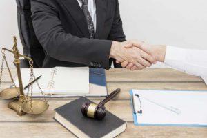 מה תפקידה של לשכת עורכי הדין בישראל